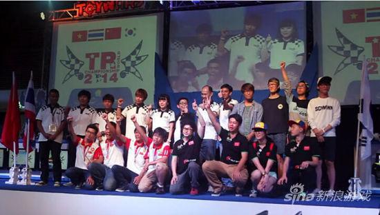 《超级跑跑》中国队成员挑战指压板跳绳 (4)