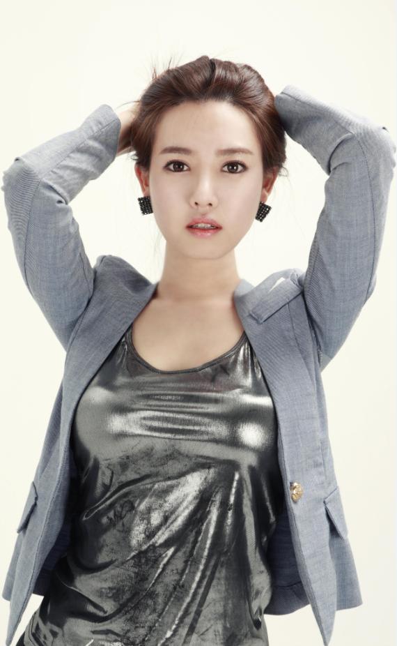韩国美女主播常驻火猫TV 8日直播秒一切 D