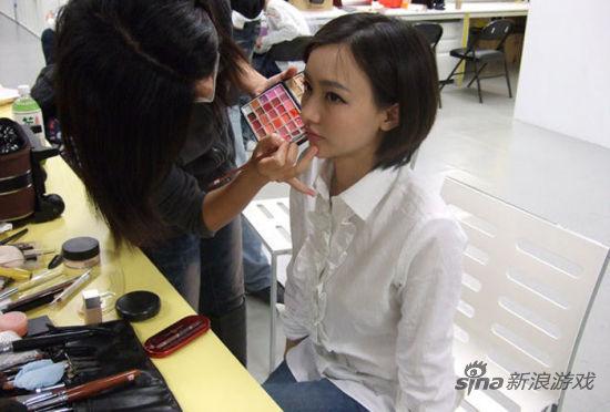 Miss在化妆
