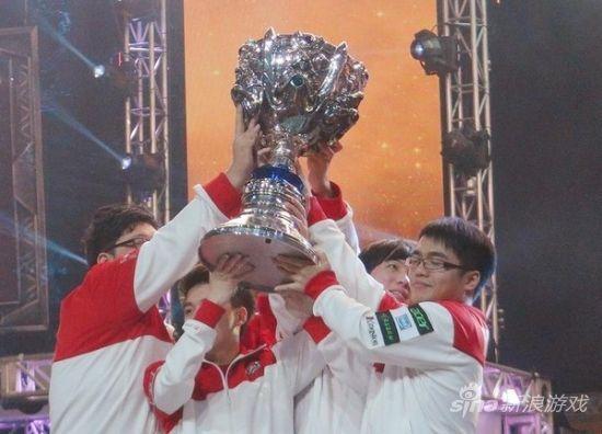 ▲2012年电玩英雄联盟第2季世界锦标赛,代表台湾的台北暗杀星击败南韩对手,赢得冠军。(图/台湾电子竞技联盟)