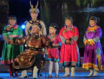 鄂伦春艺术团表演的舞蹈《摩苏昆》