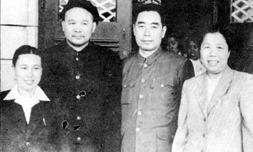 1951年,徐海东与周恩来等在大连市合影。由左至右:周东屏、徐海东、周恩来、邓颖超