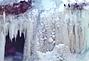 美国明尼苏达州著名瀑布冻成冰瀑