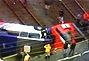 巴西客车从桥上坠落后又遭火车迎头撞上