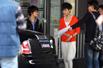 组图:李宇春现身上海靓装抢镜 豪车接送待遇高