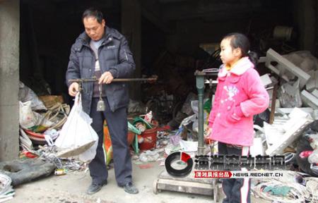 破烂塑料垃圾桶
