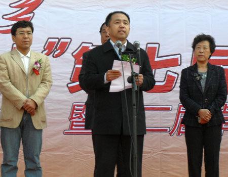 河北省民间组织管理局王国欣局长,卓达集团整体推广策划部总经理杨凤图片