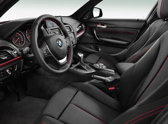 宝马(中国)汽车贸易有限公司总裁许智俊表示,第一代BMW 1系在全球销量超过100万辆,而全新BMW 1系刚上市就赢得欧洲著名的金方向盘大奖。BMW 1系轿车自2004年诞生以来,凭借个性化的时尚外观、出色的运动性能和与众不同的UN1QUE精神,在高档轿车领域开辟了一个全新的细分市场。