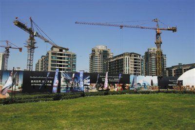 2002年北京市房地产开发投资额为989.4亿元,而2011年猛增至3036.3亿元。