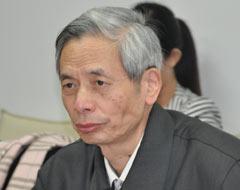 中国房地产业协会副会长 朱中一发布2012全年房地产市场研究报告