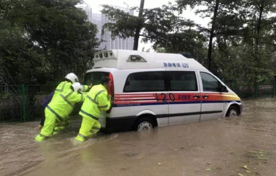 (图片来源:微博@深圳交警)
