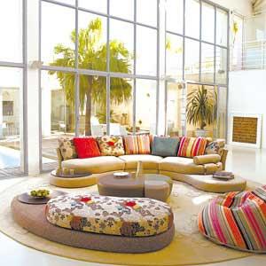 按照款式不同,又可分为美式沙发,日式沙发,中式沙发,欧式沙发等几种.
