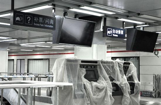 金沙湖站地铁内部2