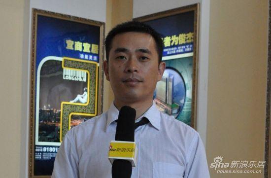 龙山大厦营销总监尤志勇接受乐居编辑采访