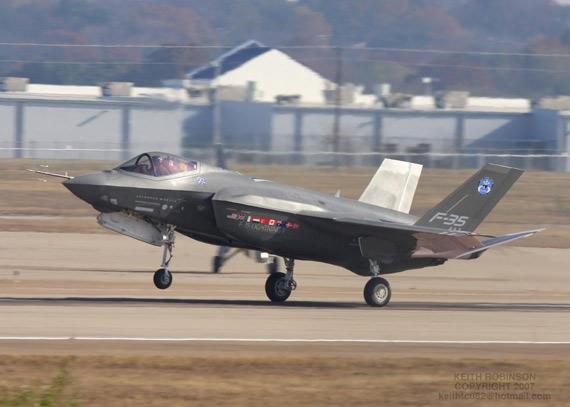 美军F-35战斗机发动机成本上涨28亿美元(图)