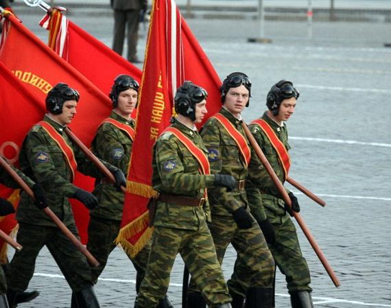 俄罗斯举行红场大阅兵总彩排数千民众街头观看