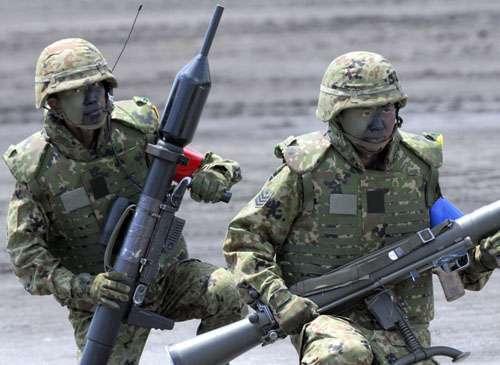 日本陆上自卫队上月在静冈县举行军事演习。