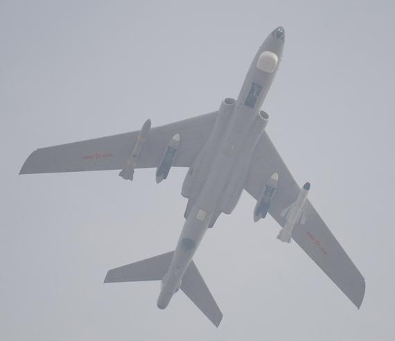 轰6K轰炸机猜想:可携20枚500公斤级制导炸弹