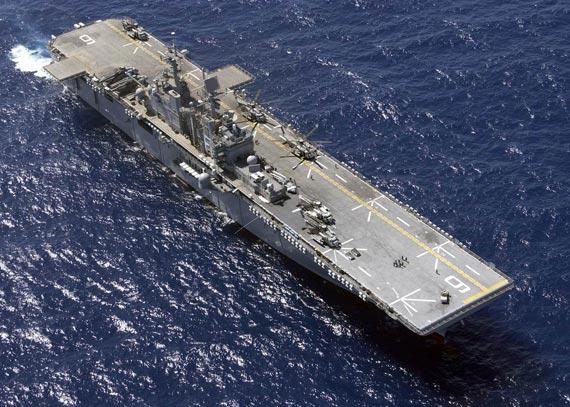 资料图:美国海军黄蜂级两栖攻击舰俯视图