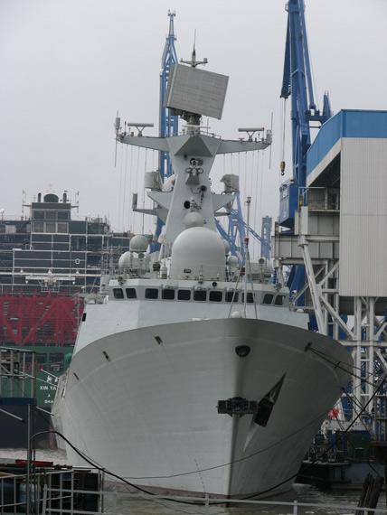 资料图:美国国内有人认为美造舰速度不及中国。图为刚刚建造完成的中国054A级新型护卫舰