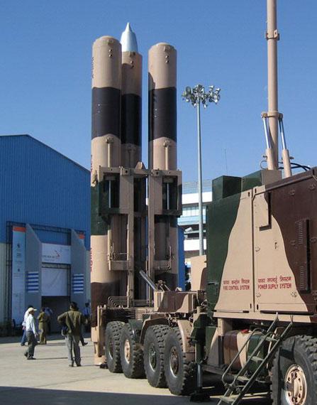 资料图:印度展示陆基布拉莫斯超音速巡航导弹