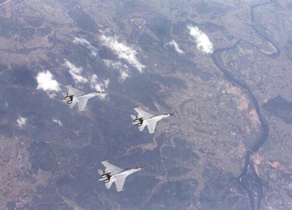 中国空军苏-30mkk机群编队飞行.