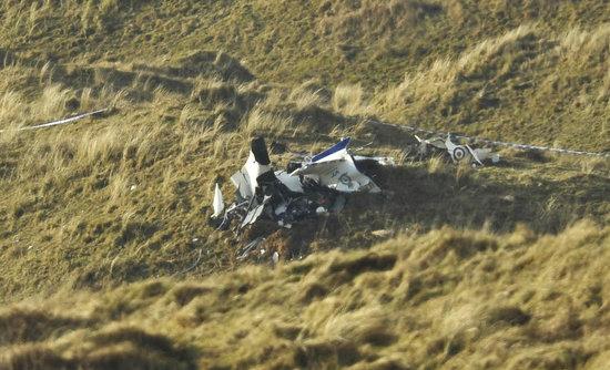 两架小型飞机于接近上午11时,于海滨度假胜地波斯考尔上空相撞,双双坠毁。