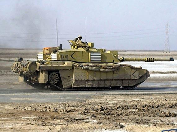在伊拉克战场服役的英军挑战者II主战坦克