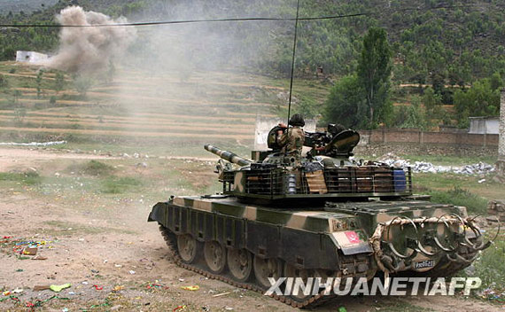 巴基斯坦陆军AL-Zarrar型坦克参与对塔利班作战。新华社/法新