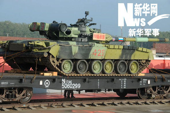 famous Russian The T-80 main battle tanks. Xinhua military correspondent Li Yunshe