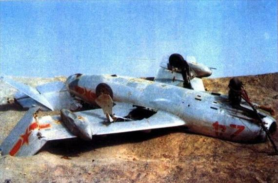 资料图:中国核试验中作为试验品的战机被炸碎