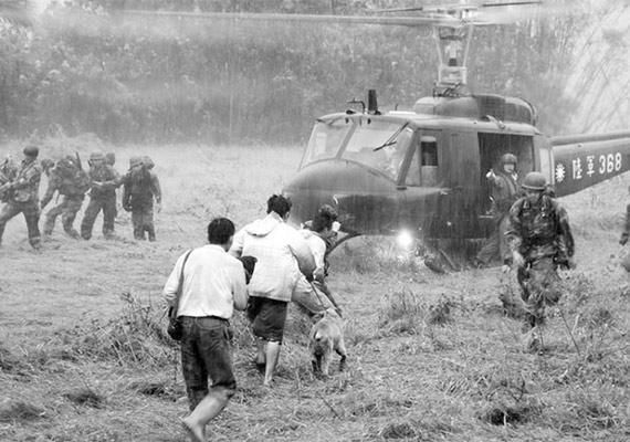 台湾各方批评台军救灾不力 要求向解放军学习