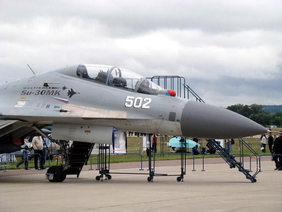 俄展示越南版苏-30MK2战机原型机