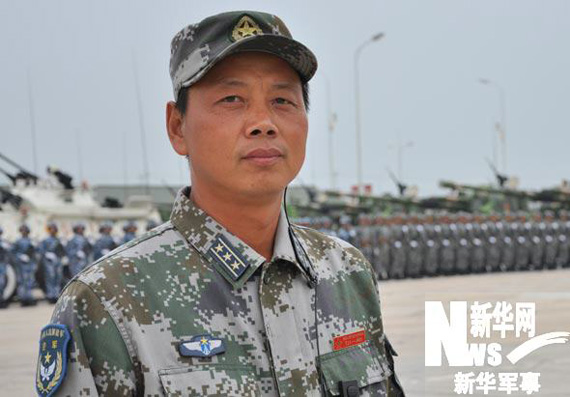 空降兵战车方队长孙向东新华军事记者郑文浩摄
