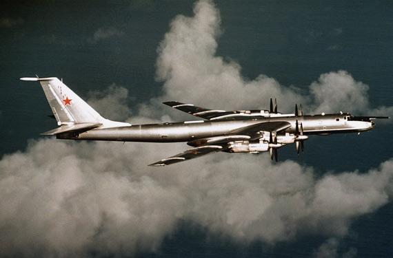 俄海军一架图-142反潜机在远东地区坠毁!!