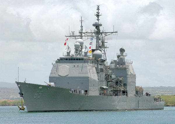 """资料图:美国""""乔辛""""号(USS CHOSIN)导弹巡洋舰。"""