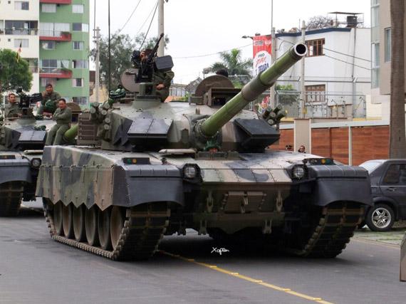 秘鲁陆军正在测试中国产MBT-2000主战坦克,这批坦克参加了秘鲁阅兵式