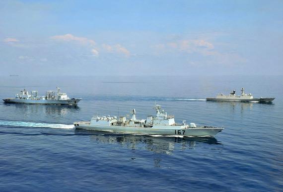 中国海军近年来不断服役新型战舰,但数量比例太少,目前仍有大批老式战舰在役。