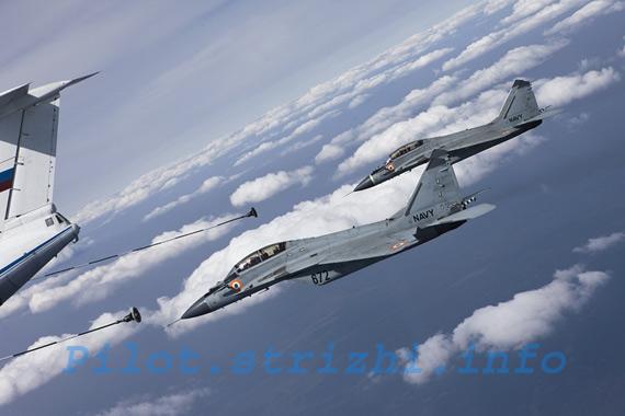 """向俄罗斯订购的首批4架""""米格""""-29K战机于2009年12月4日到达印度"""