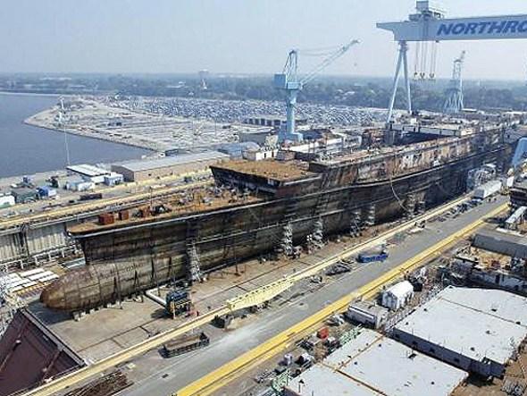 正在船坞中建造的CVN-78号航母。