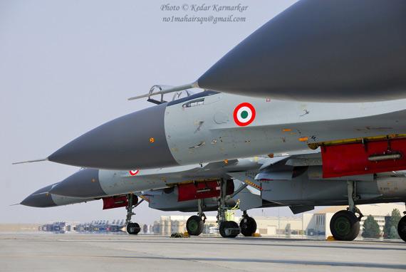 文章称印度希望在未来五年内拥有近300架苏-30MKI战机,用于应对日益增强的中国威胁。