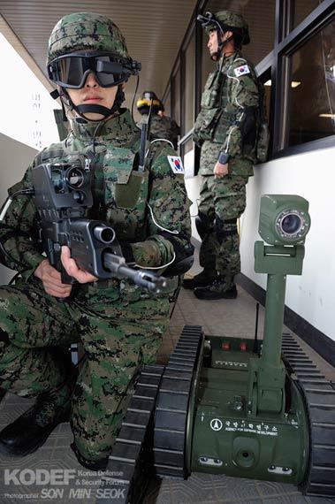 韩国展示国产OICWK11单兵战斗武器与未来士兵系统