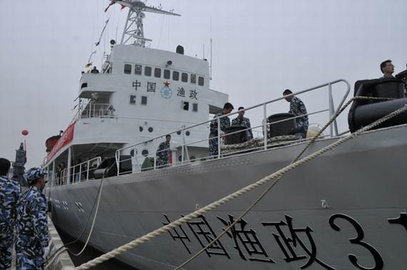 """中国渔政船发出""""开火""""警告,印尼海军被迫释放中国渔船"""