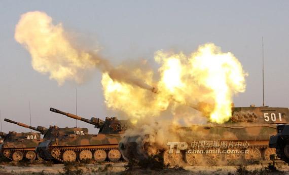 兰州军区89式122毫米自行榴弹炮部队攻击演练