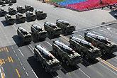 新型常规导弹方队接受检阅