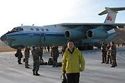 伊尔-76运输机抵达玉树机场
