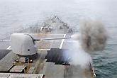 美军战舰主炮开火