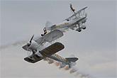御风飞行队双机表演空中对飞特技
