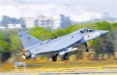 """印度国产""""光辉""""(lca)轻型战斗机"""