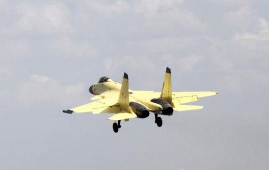 资料图:网络上流传的中国歼-15舰载机试飞图片